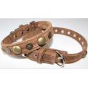 Collar decorated with recycled leather